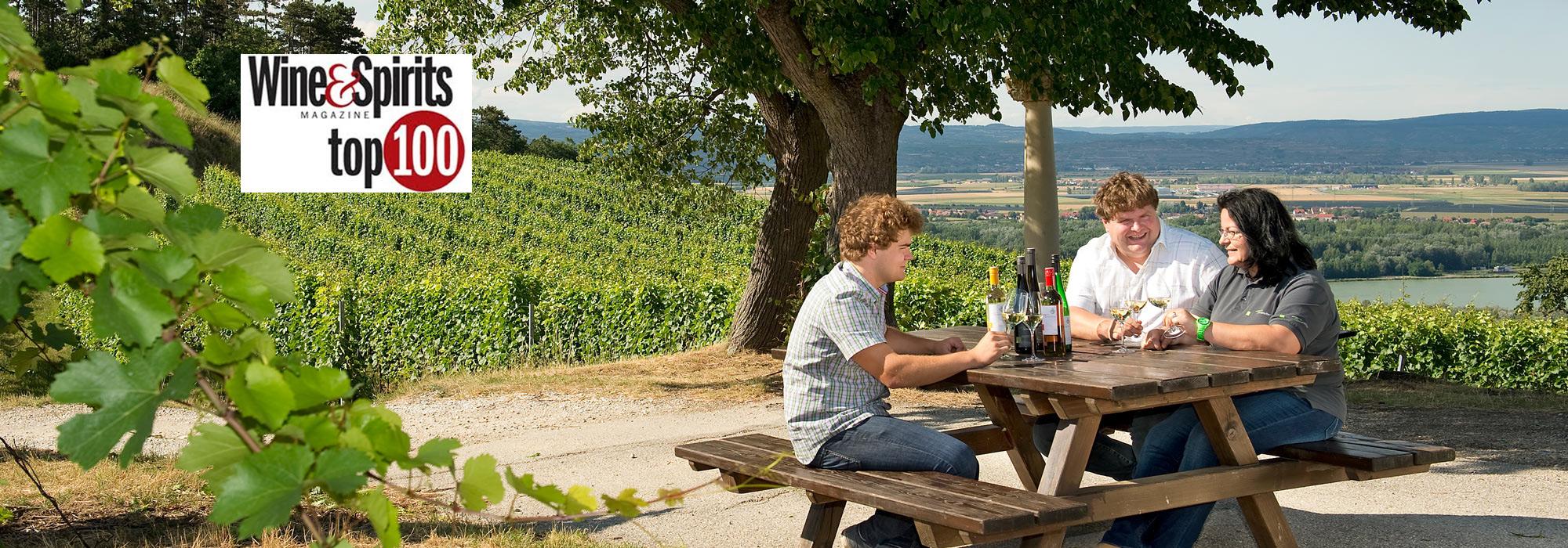 Familie Forstreiter im Weingarten